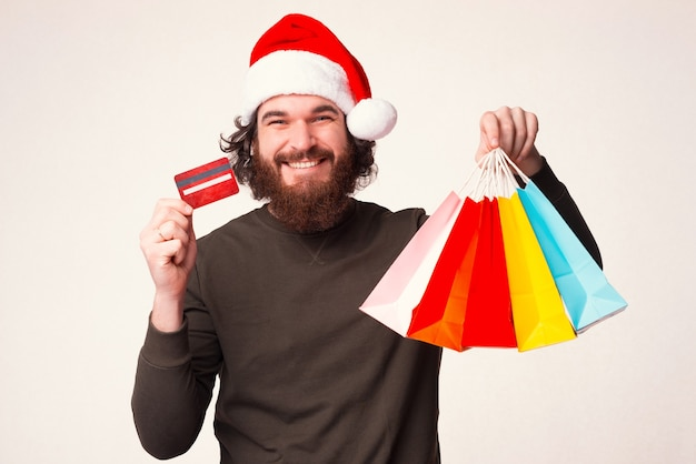 Отправляйтесь в следующие покупки с этой кредитной картой и платите легко, как я.
