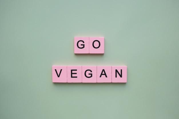 분홍색 블록으로 비건 채식을하십시오