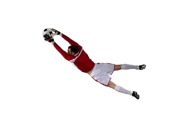 ゴールキーパーは、フットボールの試合中にスタジアムでボールをキャッチします。