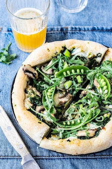 Goat cheese pizza with spinach pesto recipe idea