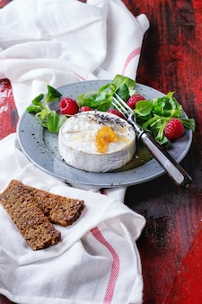 Goat cheese with honey and raspberries