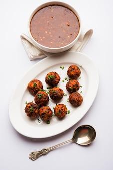 Гоби маньчжурский сухой или с подливкой - популярная уличная еда индии из цветков цветной капусты, выборочный фокус