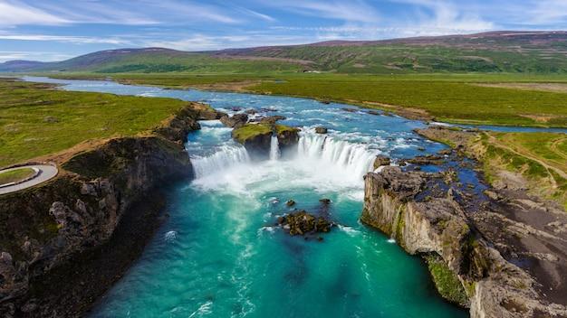 アイスランド北部のgodafoss滝。