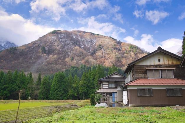 Гокаяма, япония. богат природными ресурсами, культурой и наследием