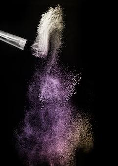 Золото и фиолетовый порошок всплеск и кисть