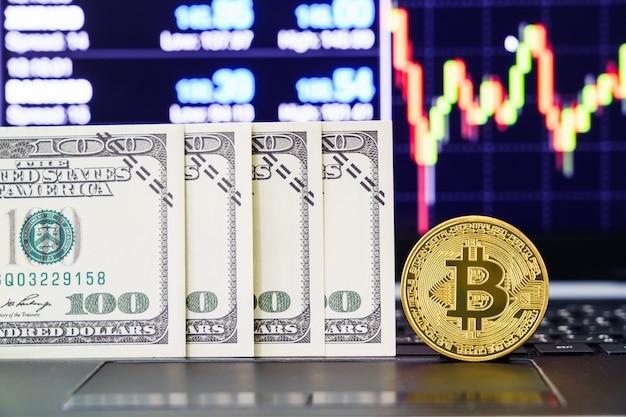Золотой биткойн и долларовые купюры с дизайном цифрового графа в фоновом режиме
