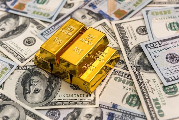 Gold bullion lying on us money