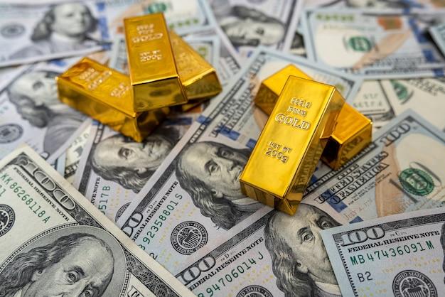 私たちと一緒に金地金をデザインのためのお金でクローズアップ。投資