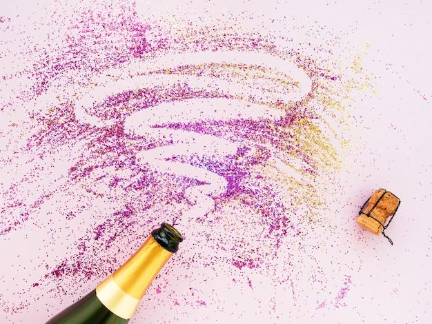 Золотая бутылка шампанского с блестками, плоская.