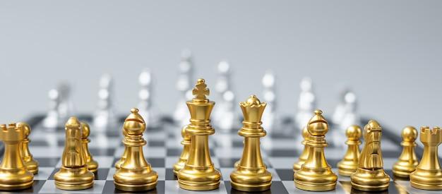 골드 체스 피겨 팀 (킹, 퀸, 비숍, 나이트, 루크, 폰)
