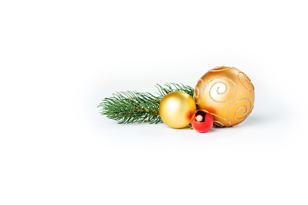 Sfere di natale dell'oro isolate
