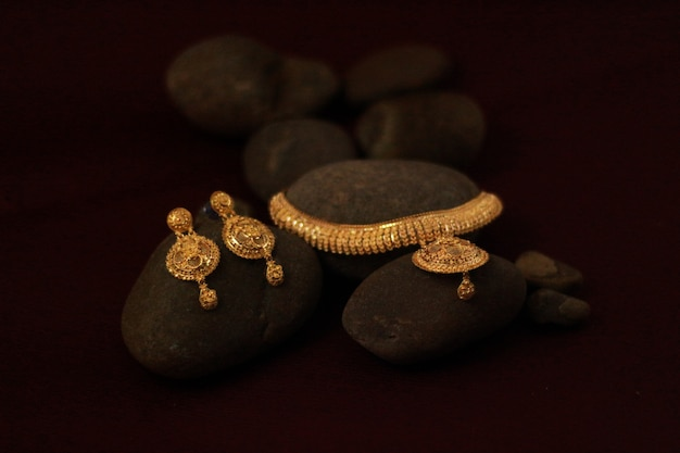 Gold jewellery set with earrings