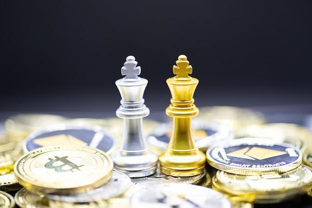 Шахматы «золотой король» и «серебряная королева» в криптовалюте. удобная оплата на экономичном рынке.