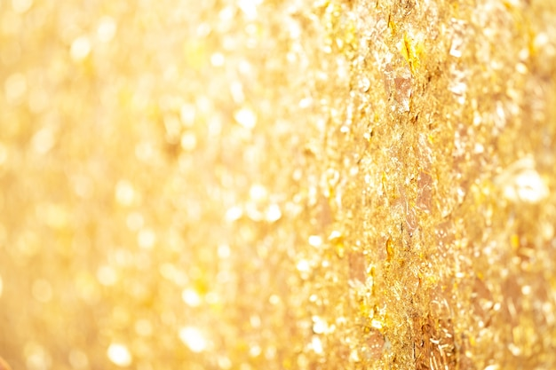 壁の背景に金箔