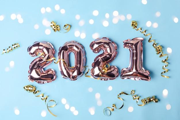 Золотые розовые шары в виде цифр 2021
