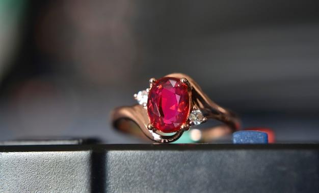 ルビーの金の指輪