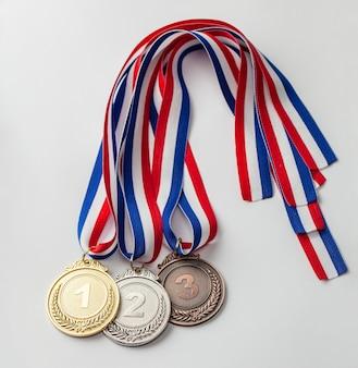 Золотая, серебряная и бронзовая медали. награда за первое, второе и третье место.