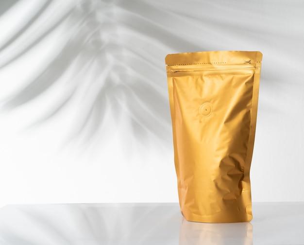 Золотой стоячий мешочек