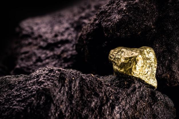 岩肌の金石、金鉱、地質学