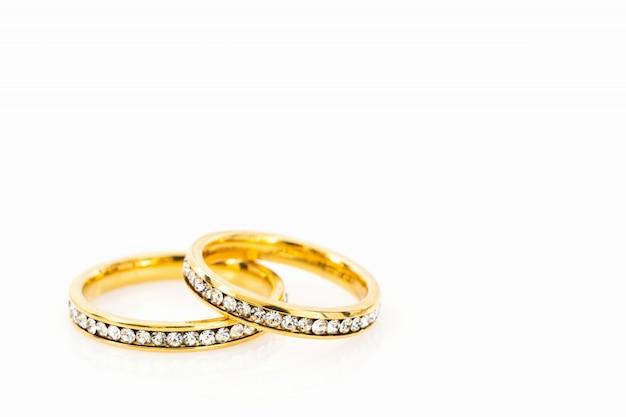 흰색 바탕에 골드 결혼 반지