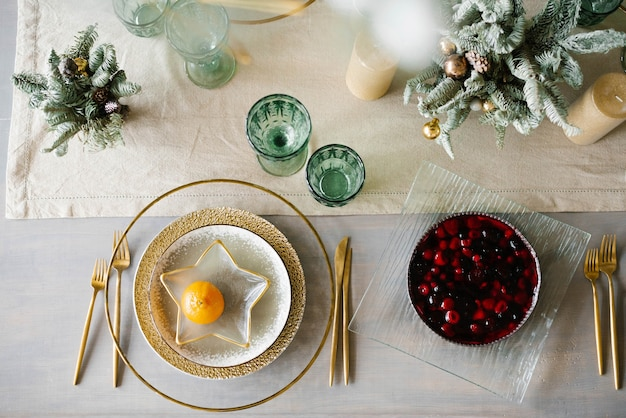 Gold and white plates, a star-shaped plate with tangerine. berry pie on the table