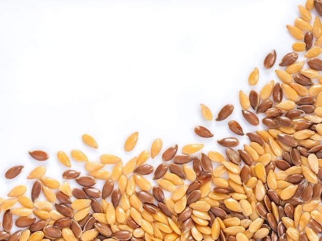 Золотое и коричневое семя льна