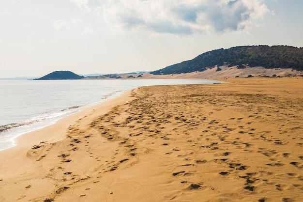 Золотой пляж на кипре, полуостров карпас, северный кипр.