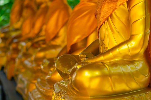 사원의 황금 불상