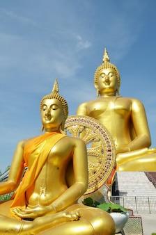 Статуя Золотого Будды в Ват Муанг в Ангтонге, Таиланд