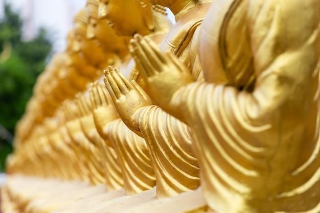 万仏節仏教記念公園に1250人の弟子像がある黄金仏が大時代に建てられました
