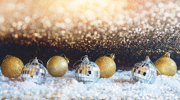 Abtract bokeh 반짝임과 황금 크리스마스 공
