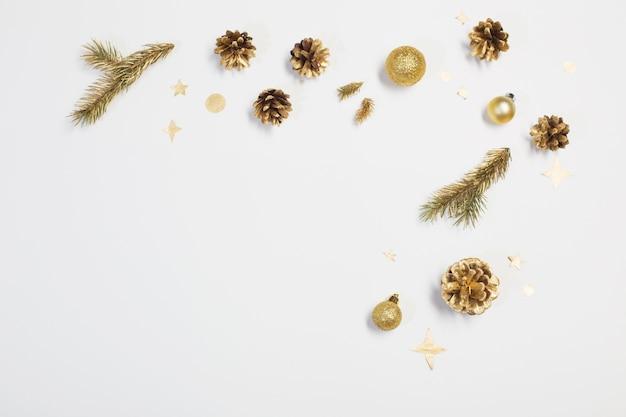 흰색 바탕에 황금 크리스마스 훈장