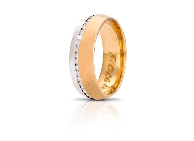 白で隔離されるゴールデンダイヤモンドリング