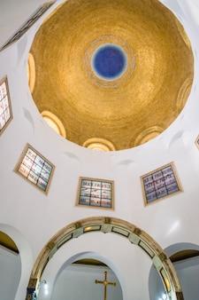 Золотой купол церкви блаженств в табха, израиль