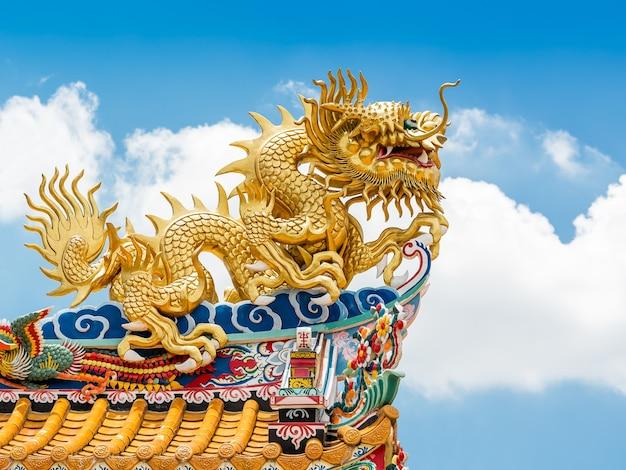 성전 장식용 황금 용 동상