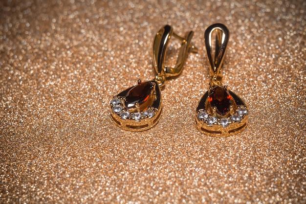 Golden earrings with garnet