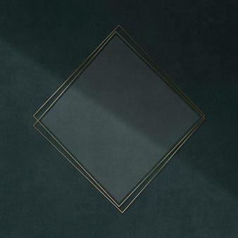 Золотая рамка на зеленом фоне