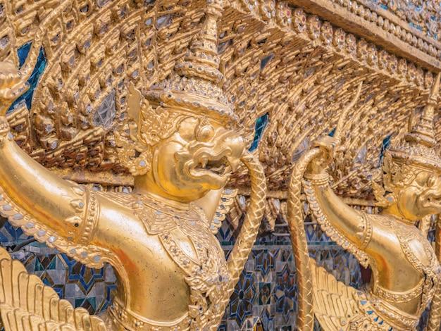 ワットプラケオ寺院バンコクタイのゴールデンガルーダ。