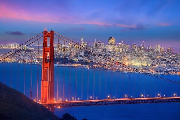 황혼의 금문교와 샌프란시스코 시내