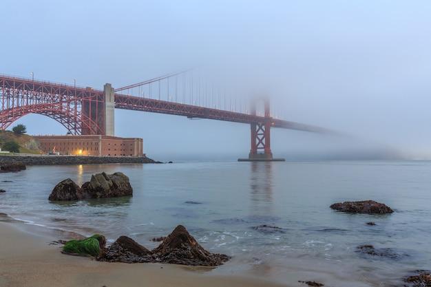 안개 속의 금문교 샌프란시스코 미국