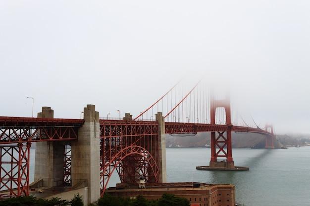 안개와 금문교입니다. 캘리포니아 샌프란시스코에서 찍은 파노라마.