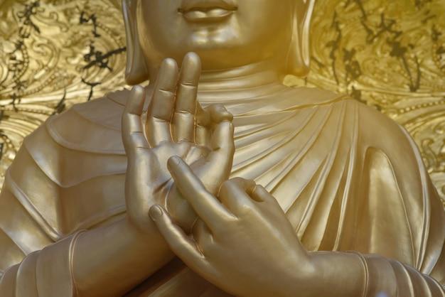 부처님의 황금 손을 mudra에 가까이