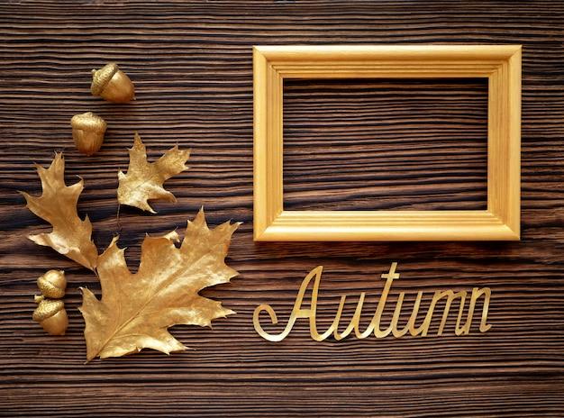 황금 잎 오크와 갈색 이전 테이블에 프레임