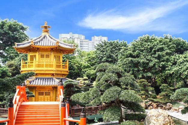 Золотая пагода в саду нан лиан