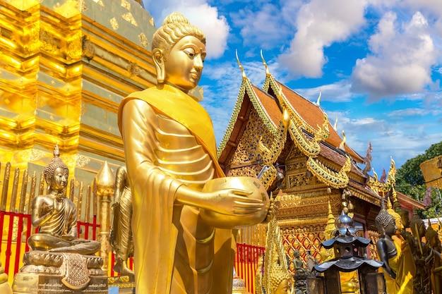 Golden pagoda wat phra that doi suthep in chiang mai, thailand