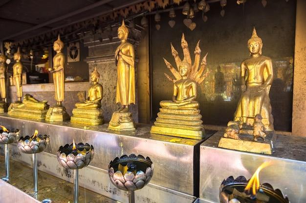 タイ、チェンマイのドイステープの黄金の塔ワットプラ