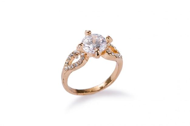 흰색 배경에 고립 된 황금 반지