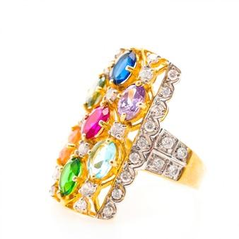 Anello d'oro con diverse pietre preziose