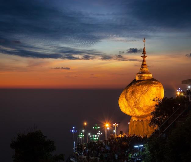 ゴールデンロック-チャイティーヨパゴダ、ミャンマー