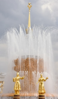 Golden sculptures of the fountain friendship of peoples in the park
